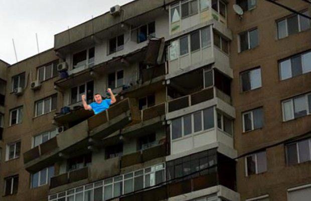 balcon cazut in sectorul 4
