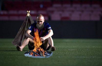 Probleme pentru Barcelona! Iniesta refuza sa plece de pe teren!