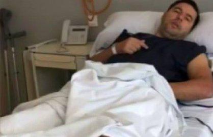 """Cosmin Contra, surprins """"atingandu-se"""" pe un pat de spital!"""