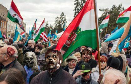 Ziua mortilor vii! Un grup de zombie a umblat pe strazile din Cluj cerand anularea tratatului de la Trianon